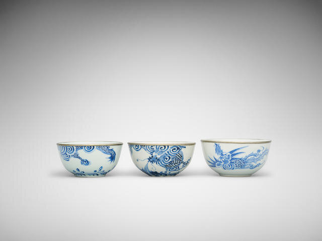Three Bleu de Huê 'dragon' and 'phoenix' bowl, Neifu mark, 19th Century, Jingdezhen export-ware