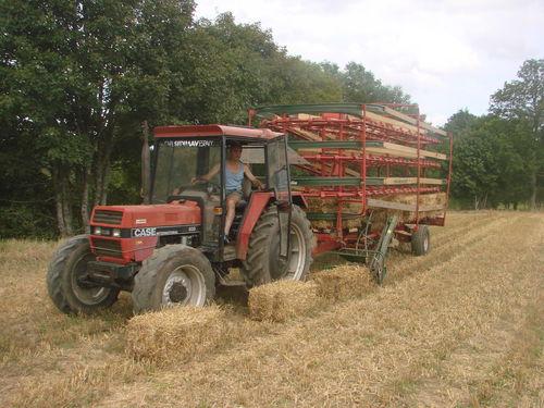 2008 09 02 Michel Treveys au volant du tracteur avec l'auto-chargeuse