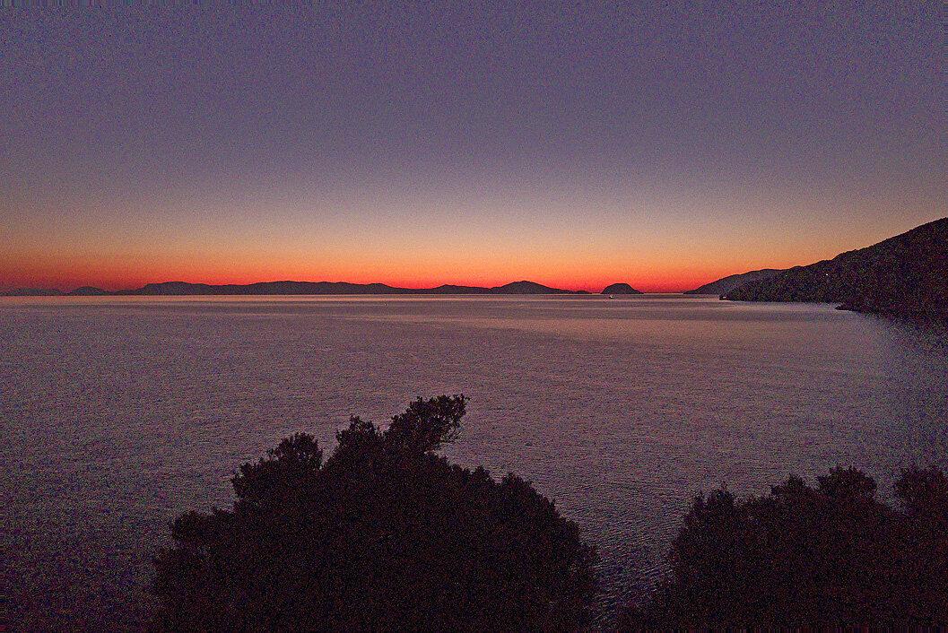 Lever de soleil à Kastri Beach, vue sur Alonissos — P1010660_copy