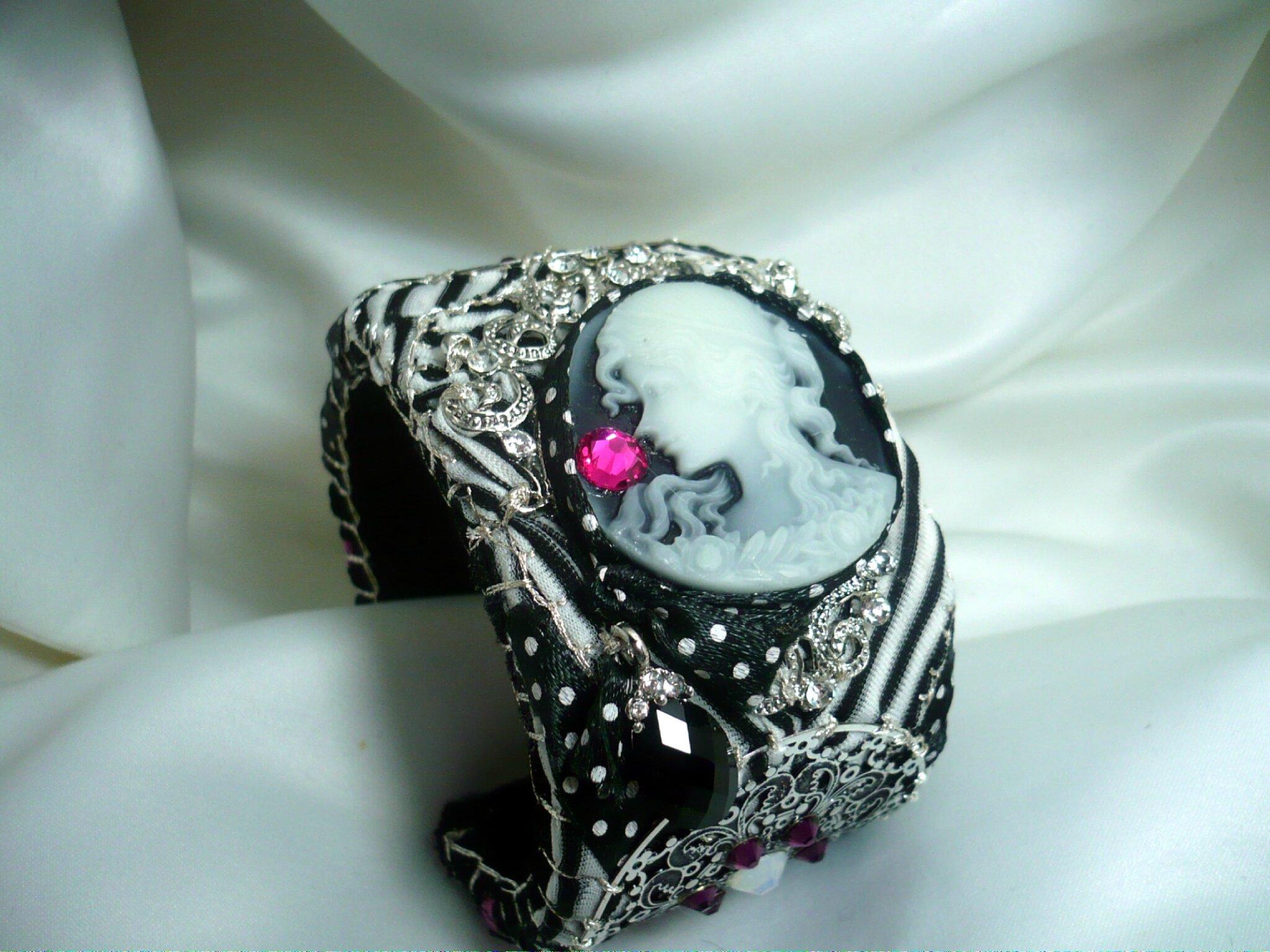 nouvelle création pour les fêtes. Bracelet