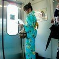 En yukata in the densha!