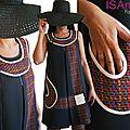 Robe Graphique et Tissage chic : Robe Noire trapèze Graphique Noir/ Blanc crème et <b>lainage</b> Tissé multicolore !