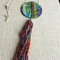 Collier textile à pompon sur chaine patchwork