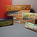 Une belle collection de plumiers anciens en bois et en <b>carton</b> <b>bouilli</b> ! Charme et nostalgie au rendez-vous...