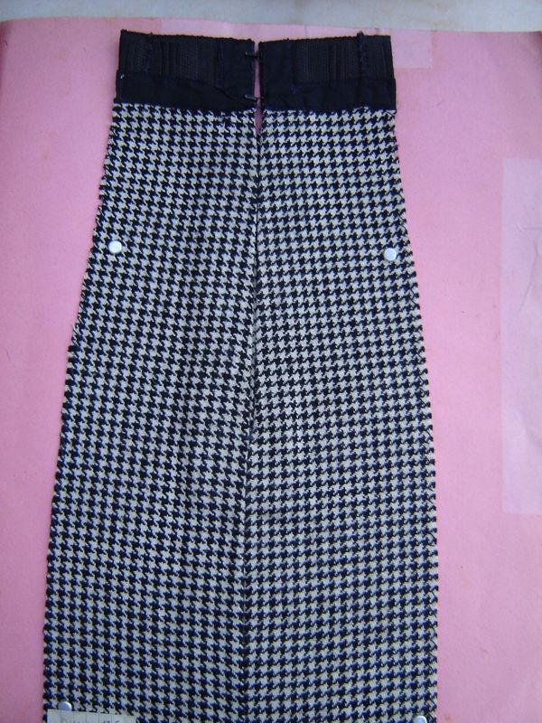 fermeture d'une jupe en lainage