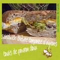 <b>Sandwich</b> chèvre compotée d'oignons coulis de poivron doux
