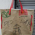 <b>Sac</b> de plage XXL réalisé en matériaux recyclés : toile de <b>sac</b> <b>à</b> <b>café</b> du Vietnam et <b>sac</b> de riz de Thaïlande RARE, réversible