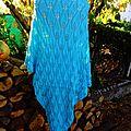 Châle aux feuilles tricoté en fil