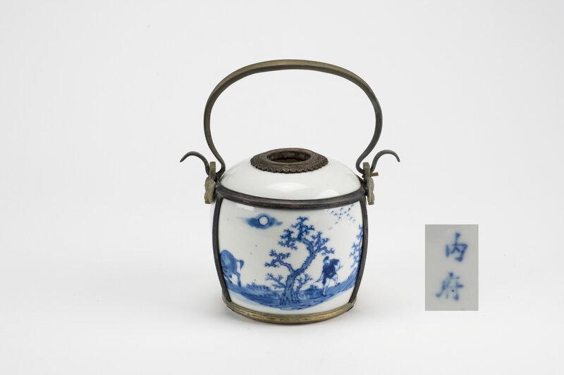 Pipe à eau en porcelaine à décor 'Bleu de Hué', Chine pour le Vietnam, 19e siècle