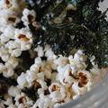 Popcorn aux miettes de chips de kale!