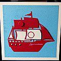 carte d'anniversaire avec bateau rouge sur fond bleu