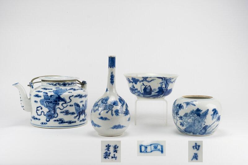 Ensemble de quatre porcelaines 'bleu de Huê', Chine pour le Vietnam, 19e siècle