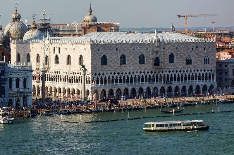 1280px-Venise_-_Palais_des_Doges_vu_du_Giudecca