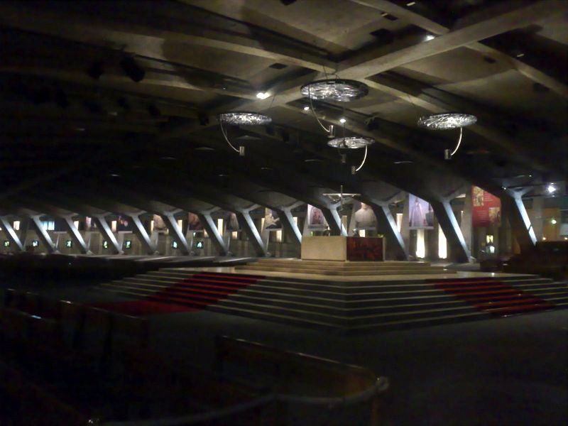 Lourdes, Basilique Saint Pie X, intérieur