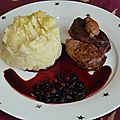 Magret de canard rossini et sauce aux fruits rouges
