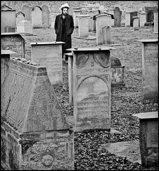 Pilgrim in the cemetery