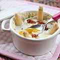 Oeufs cocotte à la crème d'asperges et chips de jambon