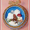 Boule Montagne écureuil fond bleu ciel pailleté cristal 12cms 1
