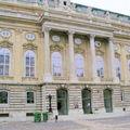 Bibliothèque nationale dans la cour intérieure