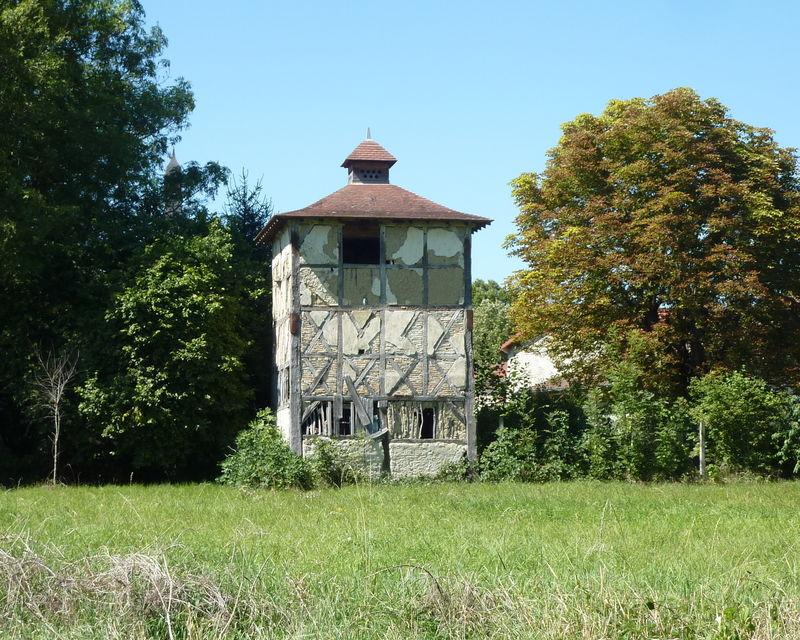 pigeonnier à Villeneuve-les-Cerfs (à fonctions combinées)
