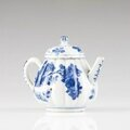 A Chinese export blue and white porcelain tea pot with cover, Qianlong Period (1736-1795). Photo VERITAS ART AUCTIONEERS