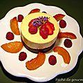 Bavarois d'abricots sur croustillant praliné et poêlée d'abricots au sirop de lavande