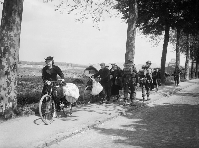 1280px-British_troops_and_Belgian_refugees_on_the_Brussels-Louvain_road,_12_May_1940__F4422