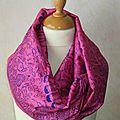 Foulard <b>ethnique</b> de forme col ou snood en tissu indien rose