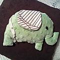 Un doudou-éléphant tout doux