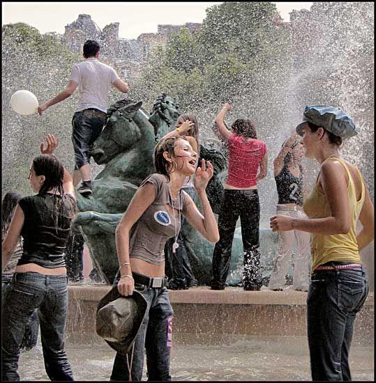 Around the fountain 2009