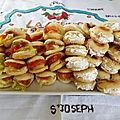 Mini muffins anglais au gravlax et <b>fromage</b> <b>frais</b> aux noix