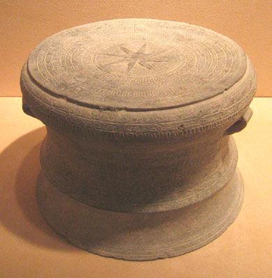 11. Modèle de tambour Dong Son,