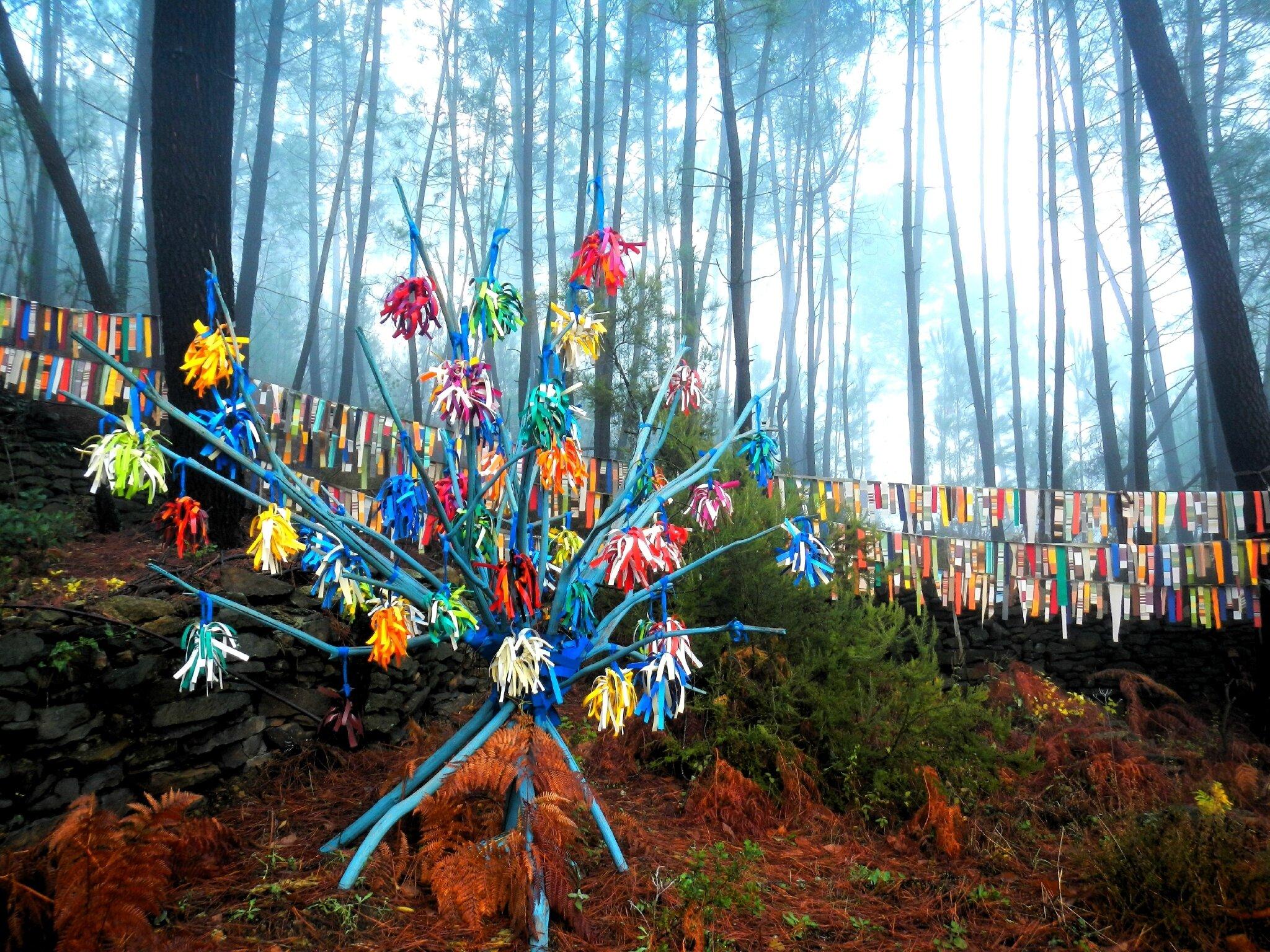 arbre aux exubérances multicolores sylvart yurtao