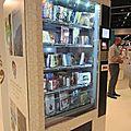 Un <b>distributeur</b> <b>automatique</b> de livres papier