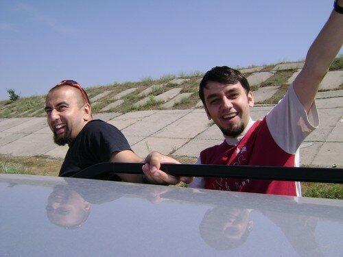 Roumanie, pres de Bucarest, Pedro et un ami roumain