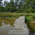 Le pont de bois un peu branlant