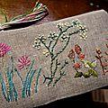 Trousse champêtre 16 broderie main sur lin naturel