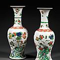 Paire de vases en queue de phénix en porcelaine et émaux polychromes de la famille verte, chine, dynastie qing, période kangxi