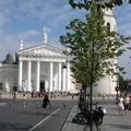 Nos vaillantes mobs devant la cathédrale !