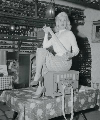 jayne-1956-01-05-leone_s_restaurant-by_sam_goldstein-1