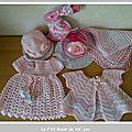 Trousseau pour petite fille : couverture, doudou lapin, bonnet, gilet, robe