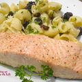 Saumon à l'unilatéral et pâtes aux olives noires piquantes