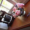 Roses et lavande dans un bol Creil et Montereau noir et blanc