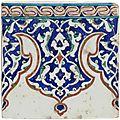 <b>Carreau</b> de <b>revêtement</b> carré au fleuron, Turquie ottomane, vers 1580