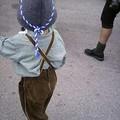 un petit avec l'habit traditionnel