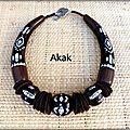2 colliers de forme tribale