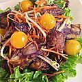 Salade aux chips Vitelotte et crevettes sautées