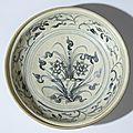 Plat à décor de lotus, Vietnam, dynastie des Lê, 16°siècle