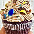 Cupcakes chocolat à la chantilly mascarpone chocolat au lait, éclats d'amandes et m&m's
