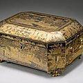 Boite à thé de forme rectangulaire à pans coupés en laque noir décorée à l'or. <b>Travail</b> de <b>Canton</b> du XIXème siècle